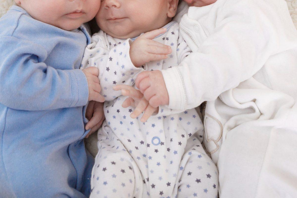 三つ子・赤ちゃん
