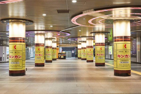 渋谷駅柱巻き広告