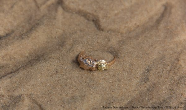 指輪・海・砂浜・ビーチ