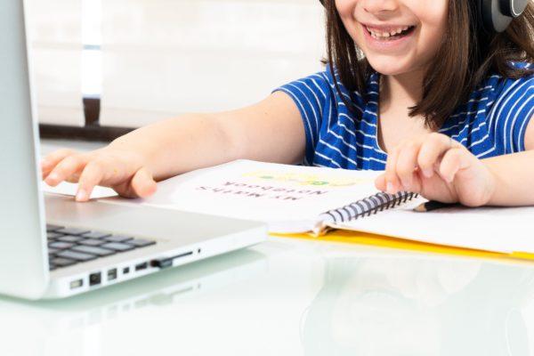 勉強・女の子・少女・オンライン