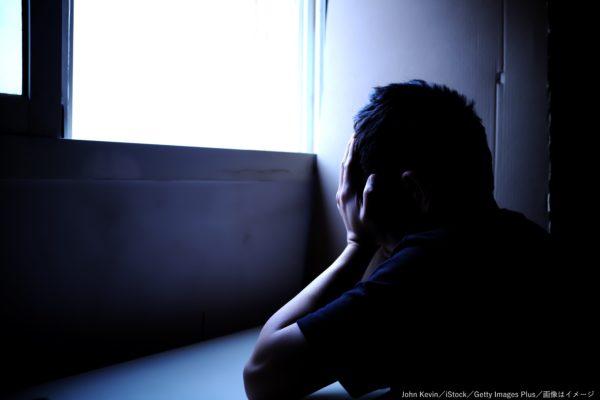 少年・落ち込む・泣く・絶望