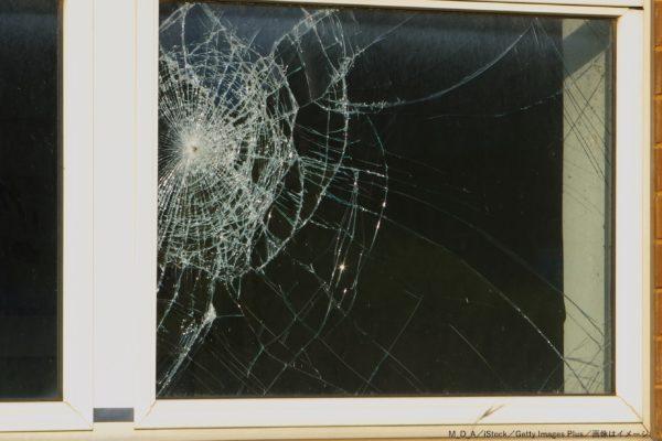 窓ガラス・割れる