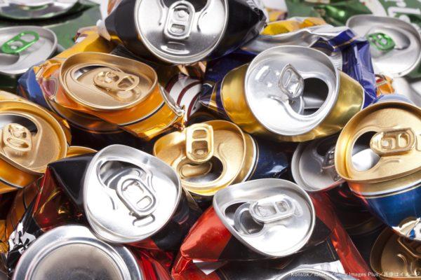 後部座席に積まれたビールの空き缶数百本 怪しい言い訳と写真に世間はモヤモヤ