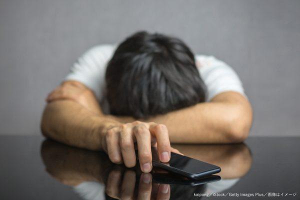スマホ・スマートフォン・携帯・携帯電話・落ち込む・絶望・失望