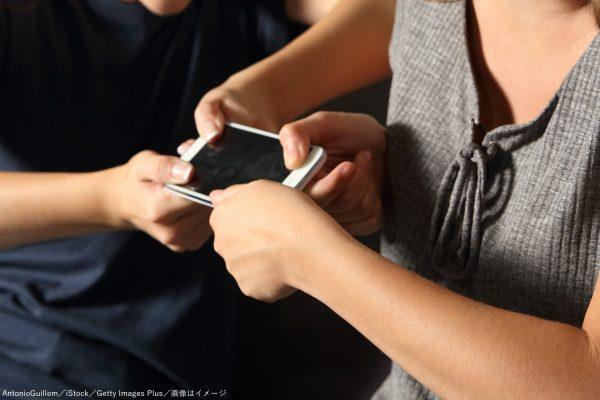 携帯・携帯電話・スマホ・スマートフォン・奪い合い・取り合い
