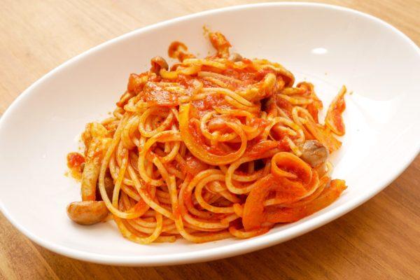 業務スーパー「巨大トマトソース」が激安なのにウマい コスパ最強すぎる…