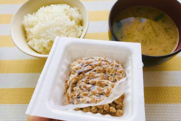 納豆・味噌汁・白米