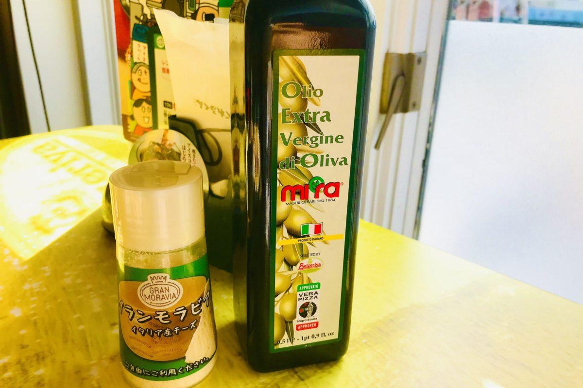 サイゼリヤ(粉チーズ・オリーブオイル)